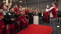 Vettel feiert mit Ferrari-Mitarbeiten