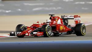 Vettel kratzt an der Pole Position