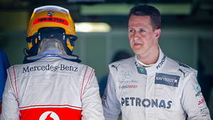 McLaren-Pilot Lewis Hamilton (l.) und Michael Schumacher (r.)