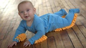 """""""Baby Mop"""": Darf auch Ihr Baby den Boden wischen?"""
